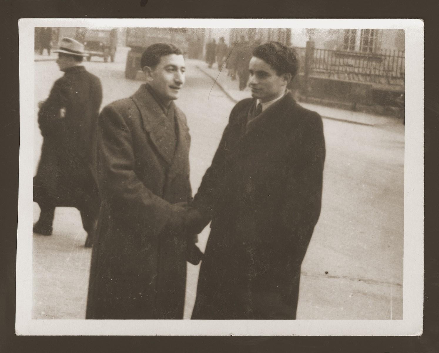 Moniek Rozen shakes hands with a friend in Weiden.