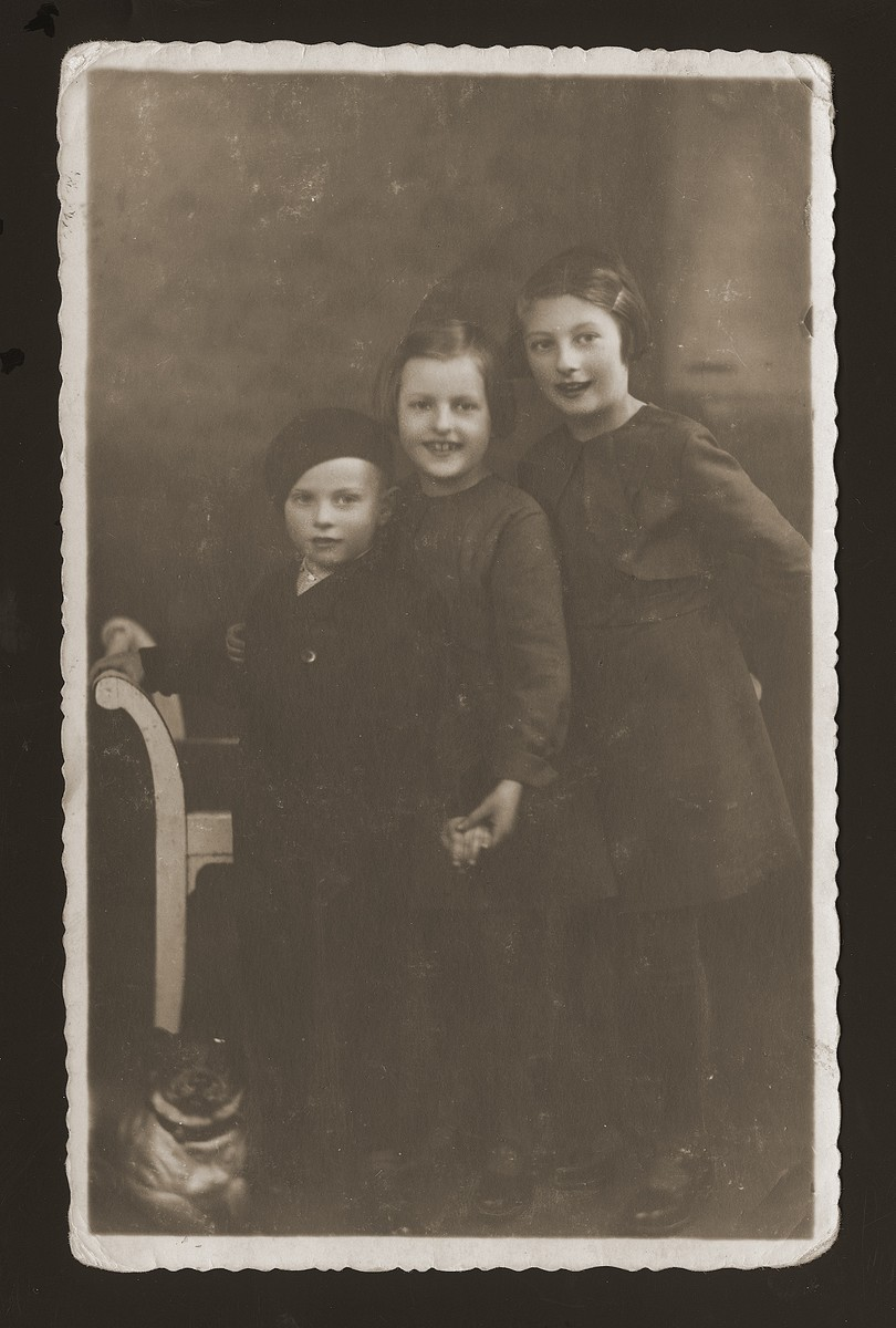 Portrait of three of the four children of Yehiel and Ester Rozenberg Rozen: Pola, Naomi and Tyla.    All were deported and killed in Auschwitz in August 1942.