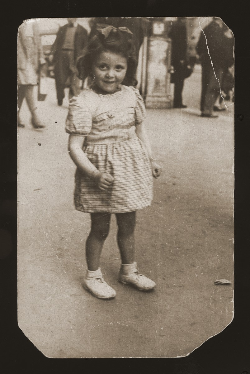 Four-year-old Josephina Zalc in the streets of Antwerp.