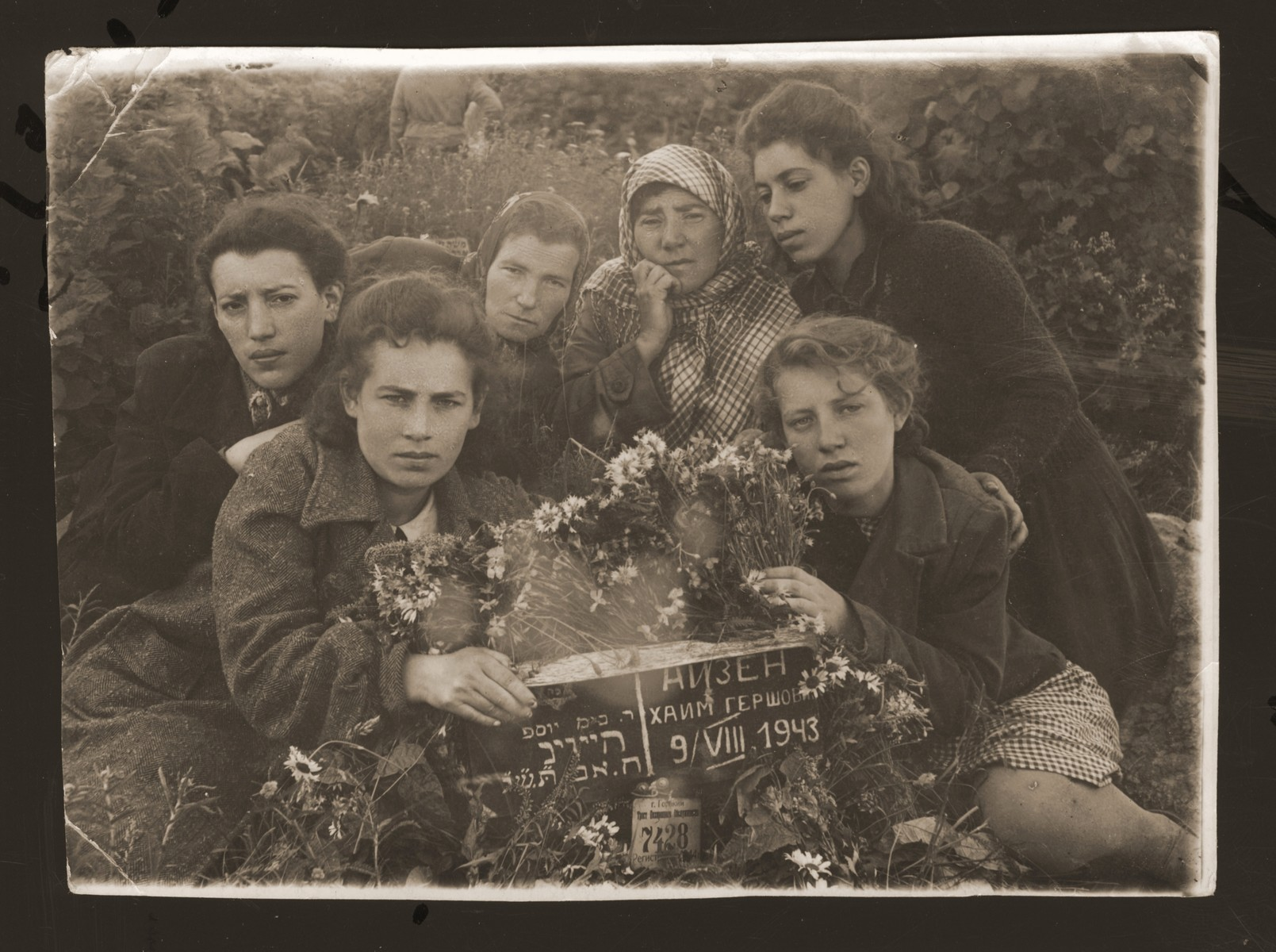 Necha Ajzen poses with her daughters at her husband's grave in Gorky.  Pictured clockwise from the lower left are: Chaika, Mania, unknow, Necha, Malka and Ethel Ajzen.