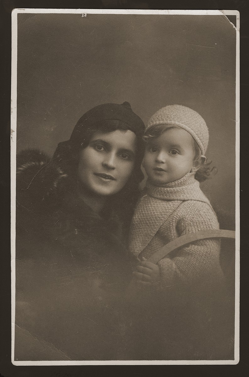Portrait of  Hinda Sztajnberg and her son, Mordechai Zvi Sztajnberg (the donor's cousins).