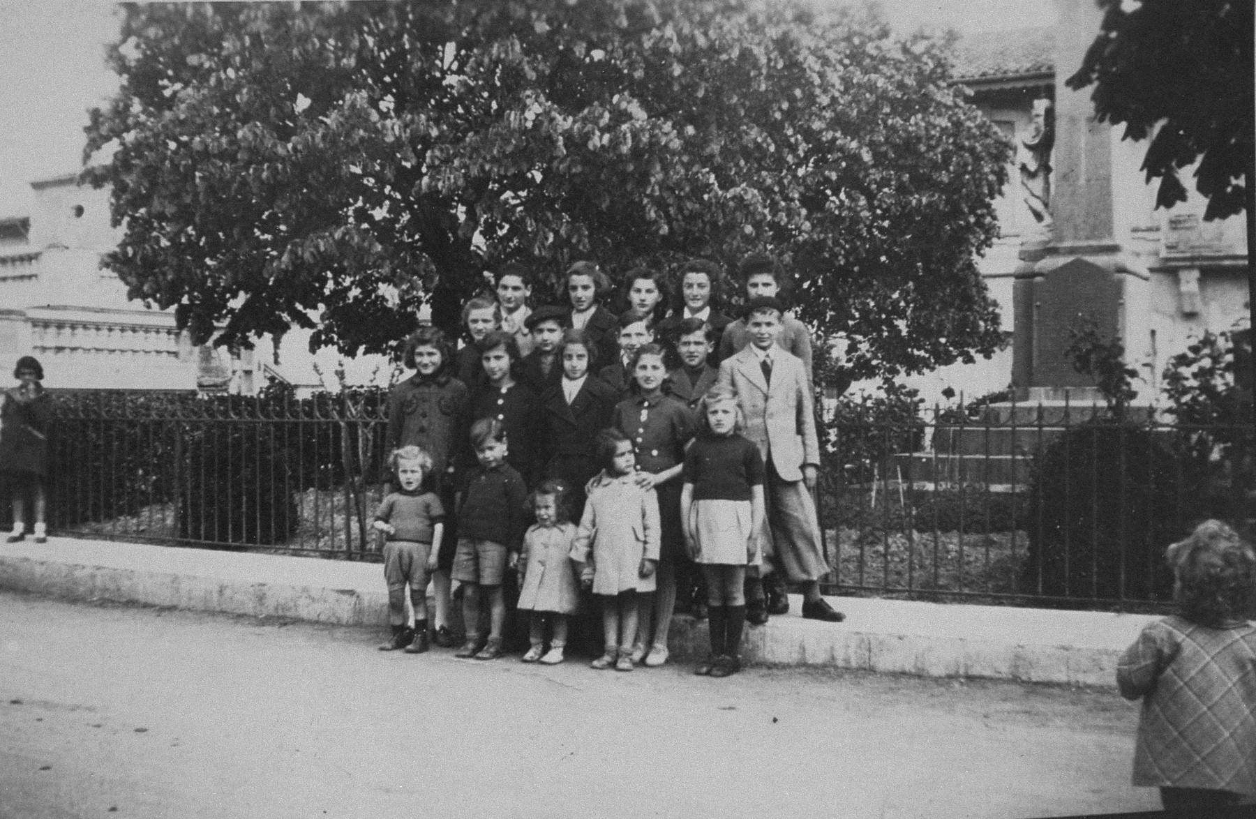 Group portrait of Jewish refugee children sheltered at the OSE children's home of Montagnac.    Second row, left to right: Peshu Weiss, Sarah Diamant, Edith Feldman, Ernestine Spirn; Third row: Edith Schiff, Israel Diamant, Menachem Horowitz, Jacques Schiff, Jerome Hirsch; Last row: Alfred Feldman, Rahel Feldman, Taube Spirn, Jenny Feldman, Rachel Diamant.