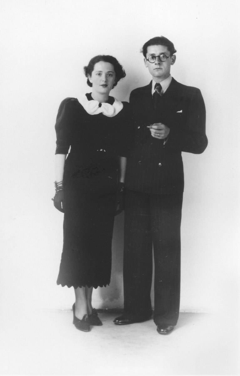 Wedding portrait of Leo and Emmy (Stelzer) Krell in The Hague.