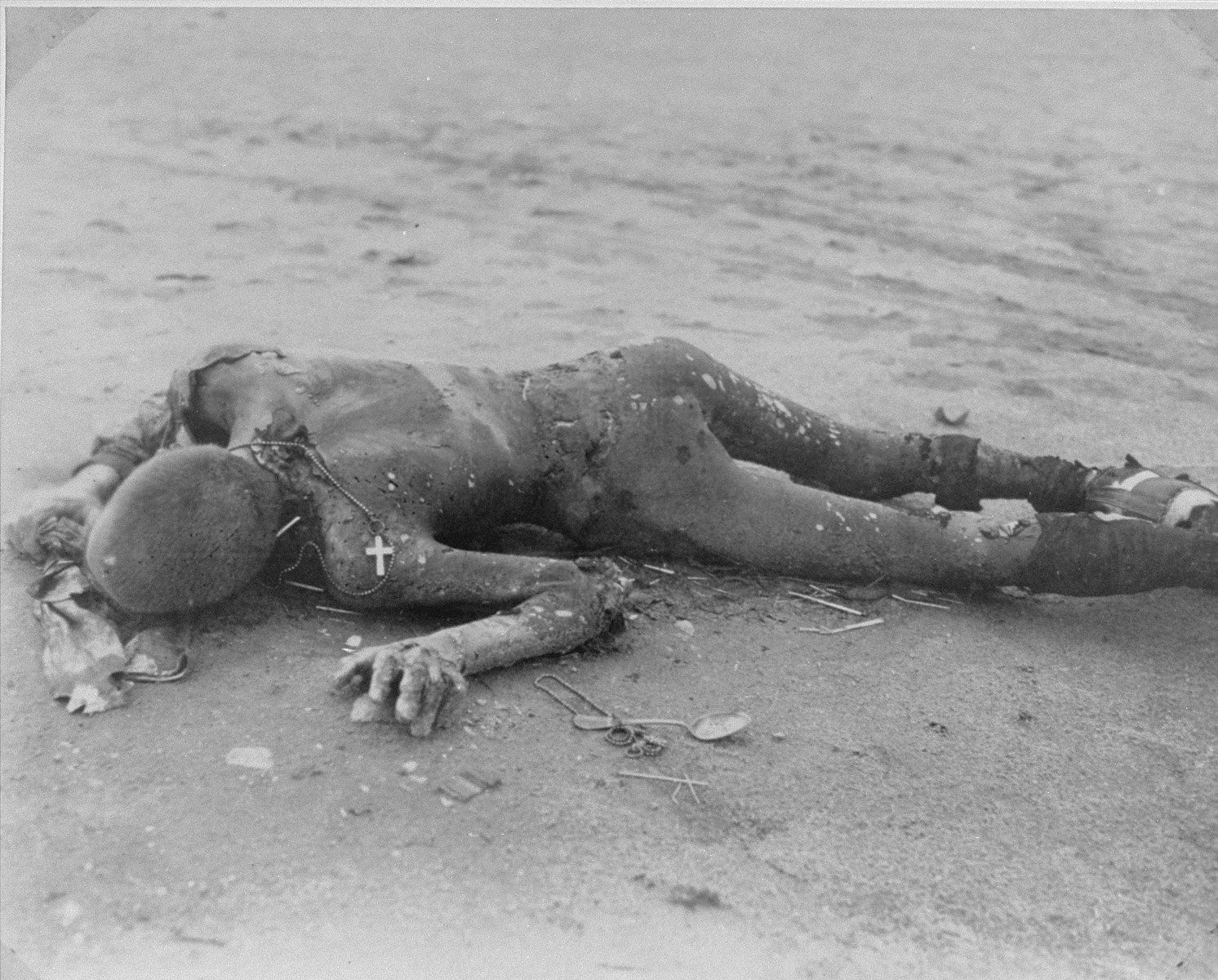 A burned corpse in Leipzig-Thekla, a sub-camp of Buchenwald.