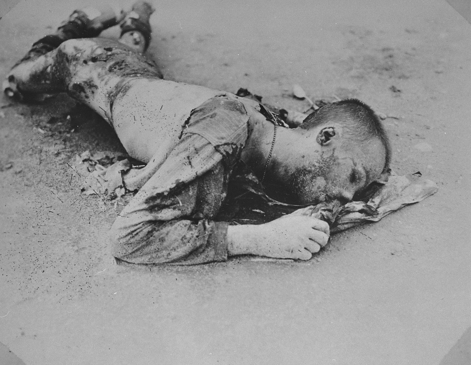 A charred corpse in the Leipzig-Thekla sub-camp of Buchenwald.  [The body is possibly that of an American POW.]