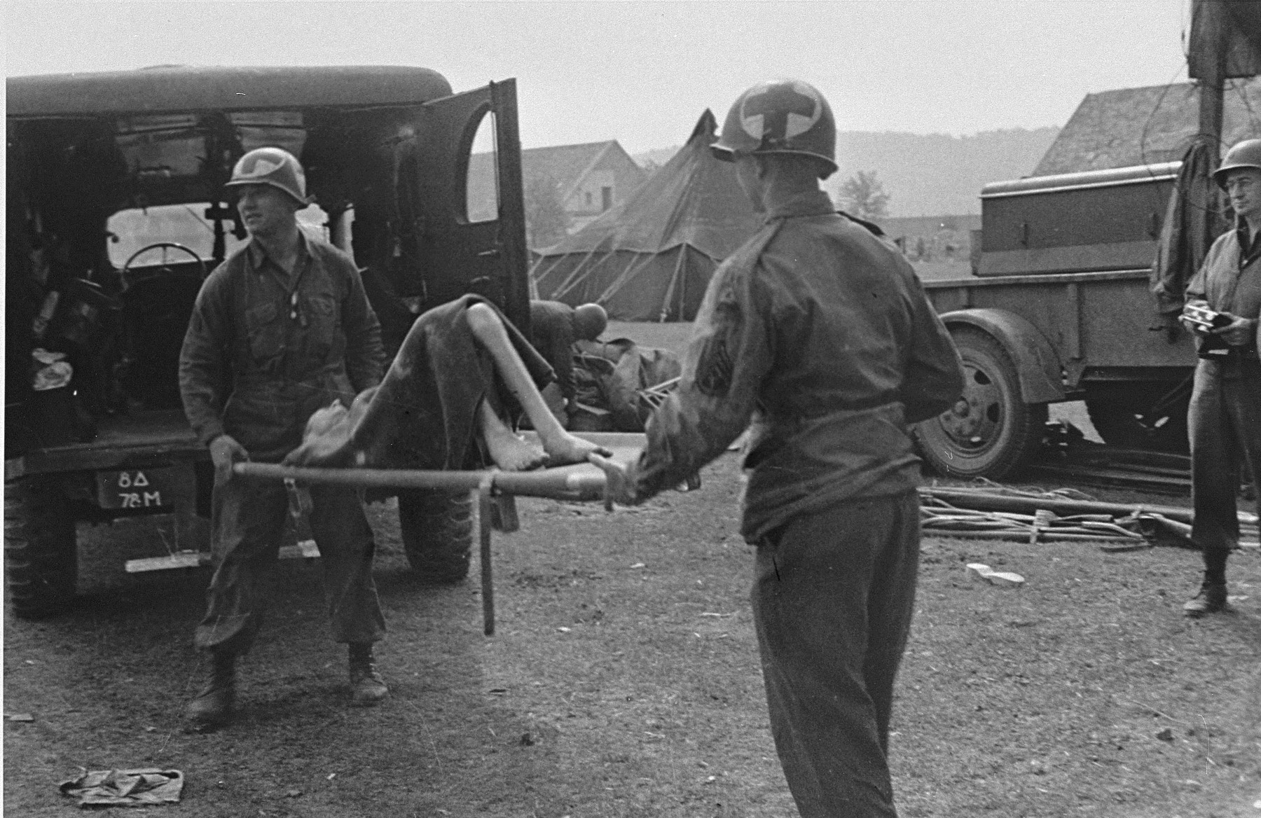 American medical personnel evacuate Langenstein survivors to a hospital.