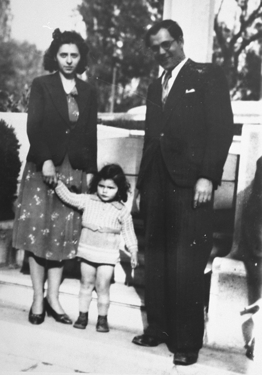 Symche and Helene Popowski with their daughter Diane in Prades-le-Lez, shortly before they were sent to Agde.