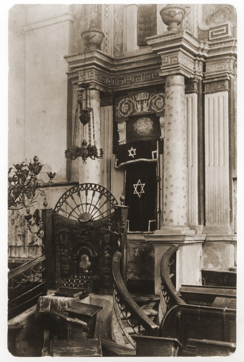 Interior of the synagogue in Nowogrodek, Belorussia.