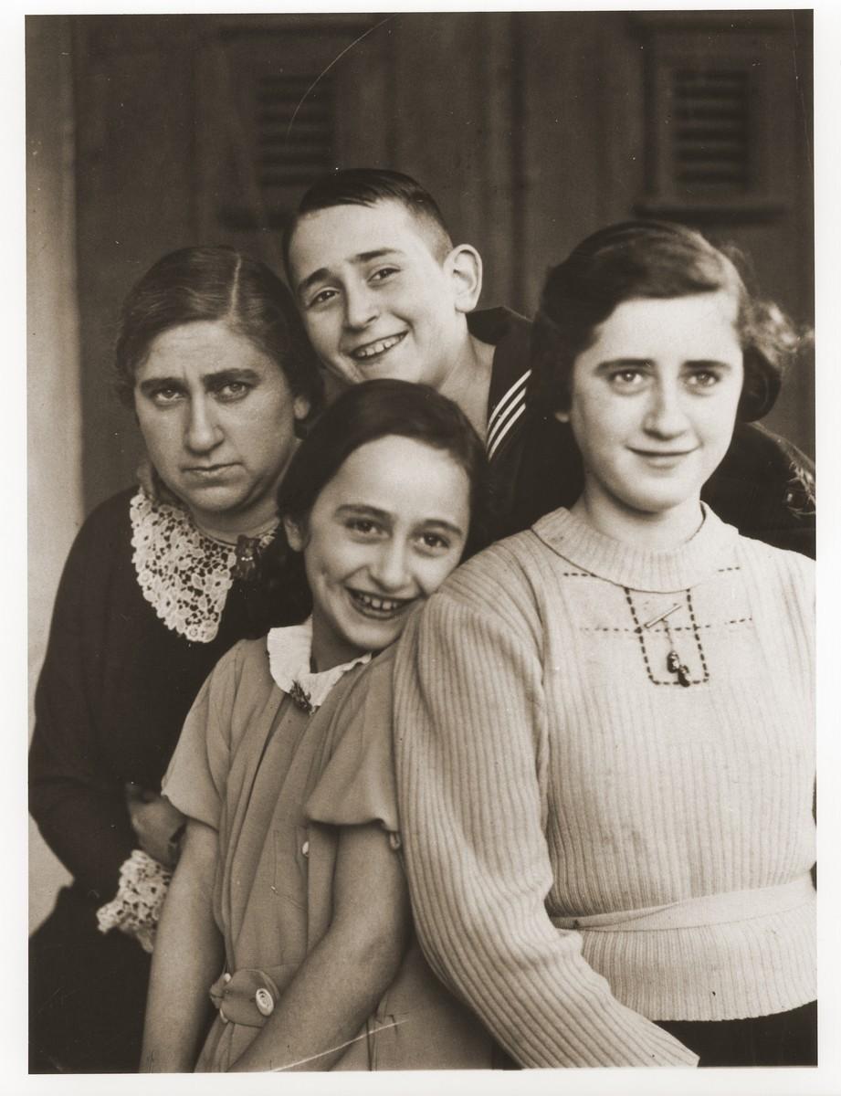 Sophie Goldschmidt with her three children, Herbert, Lotte and Inge.