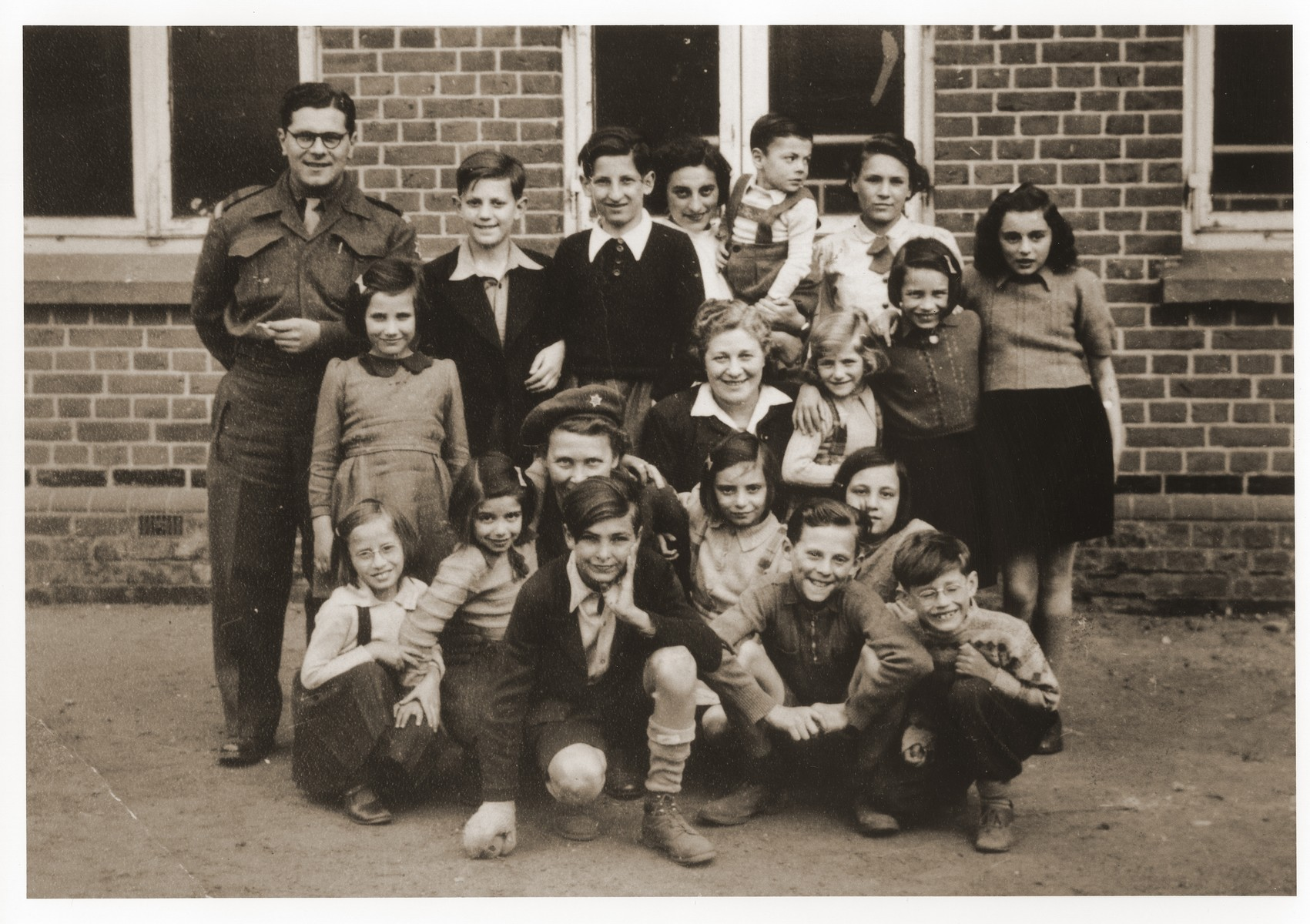 Group portrait of students and teachers at the Lueneberg children's home and school.  Among those pictured are Dorothea Isaacsohn (back row, wearing a tie), Alfred Fromm and Fred Taucher.