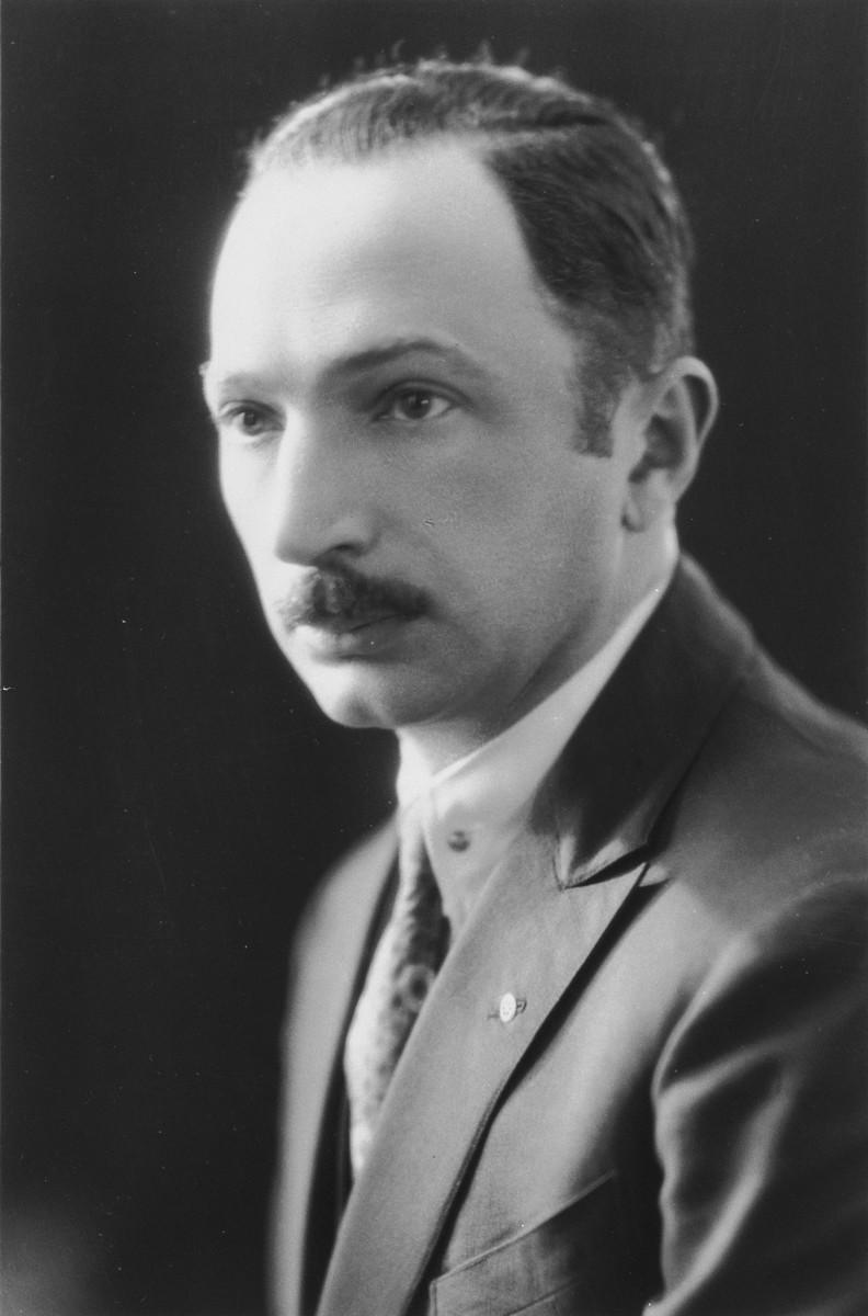 Portrait of Paul Komor.