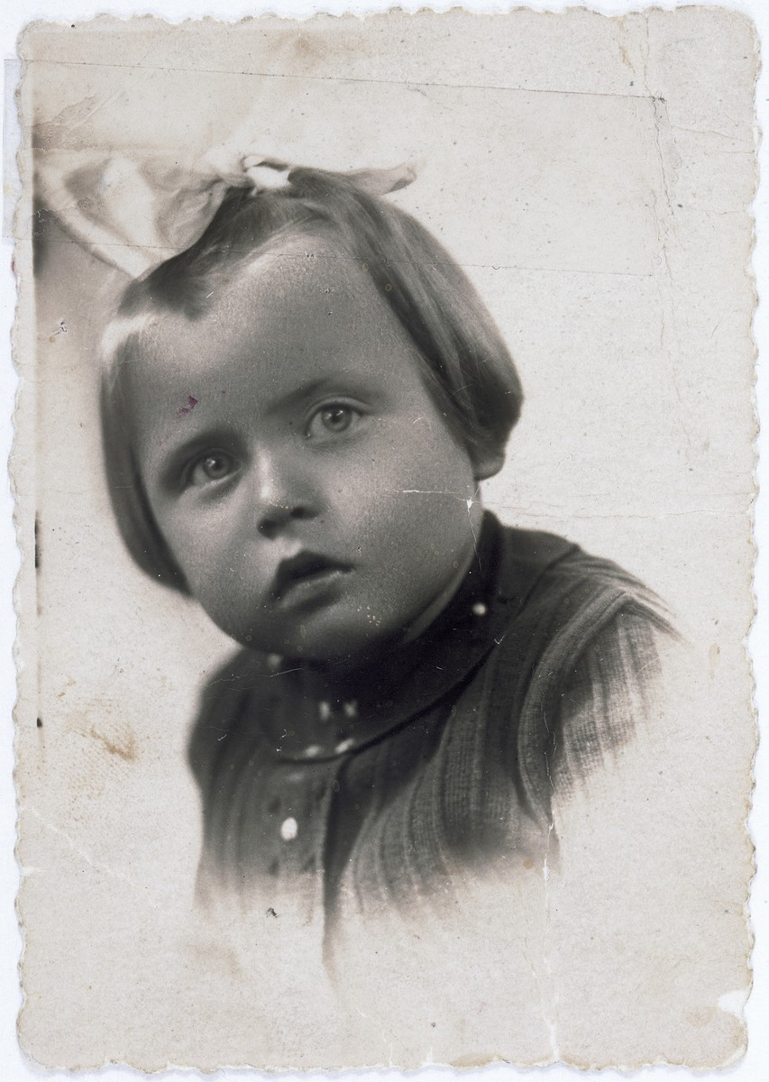 Portrait of Felicja Braun taken in the Warsaw ghetto.