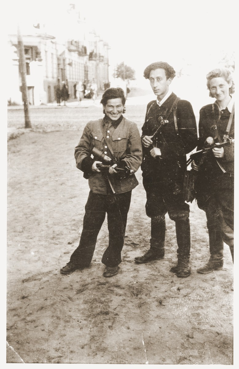 Abba Kovner (center) poses with Ruska Korczak (left) and Vitka Kempner (right) on a street in Vilna the day of the city's liberation.