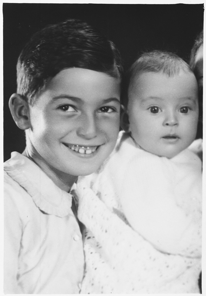 Studio portrait of Jewish siblings from Kovno who were killed in Vilna during World War II.  Pictured are Garrik and Tamara Hofmekler, the children of M. Leo and Sonya (Levin) Hofmekler.  Both perished in the Vilna ghetto along with their parents.