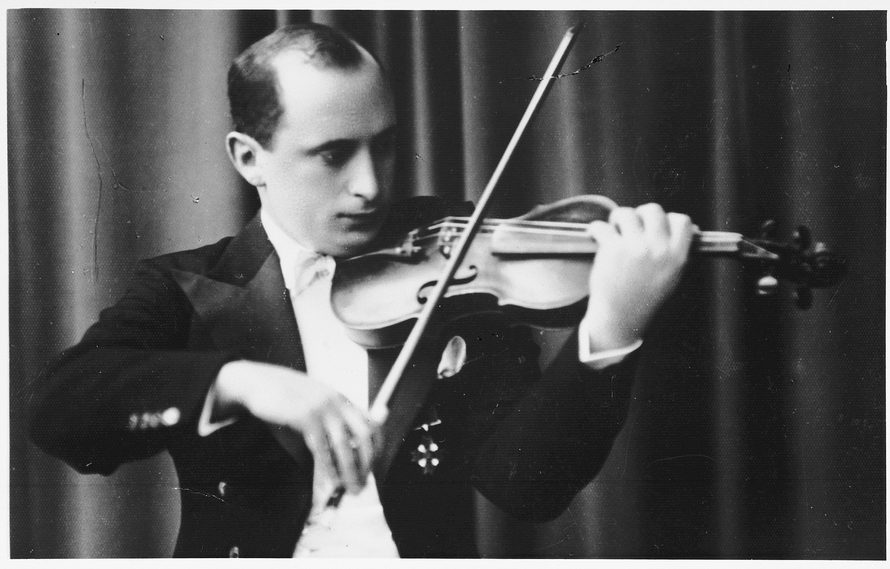 Portrait of Jewish musician Michael Hofmekler playing the violin.