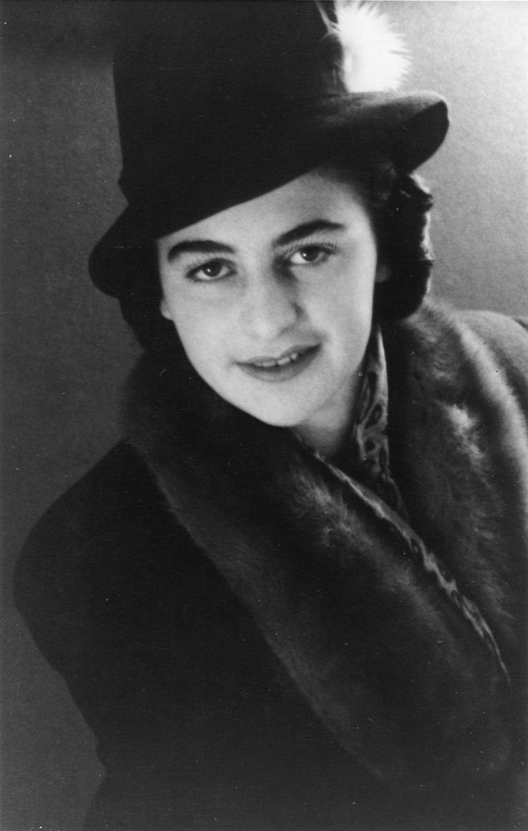 Portrait of a young Jewish DP living in the Schlachtensee displaced persons camp.  Pictured is Rozalia (Krysia Laks) Lerman, the wife of Shmuel (Miles) Lerman.
