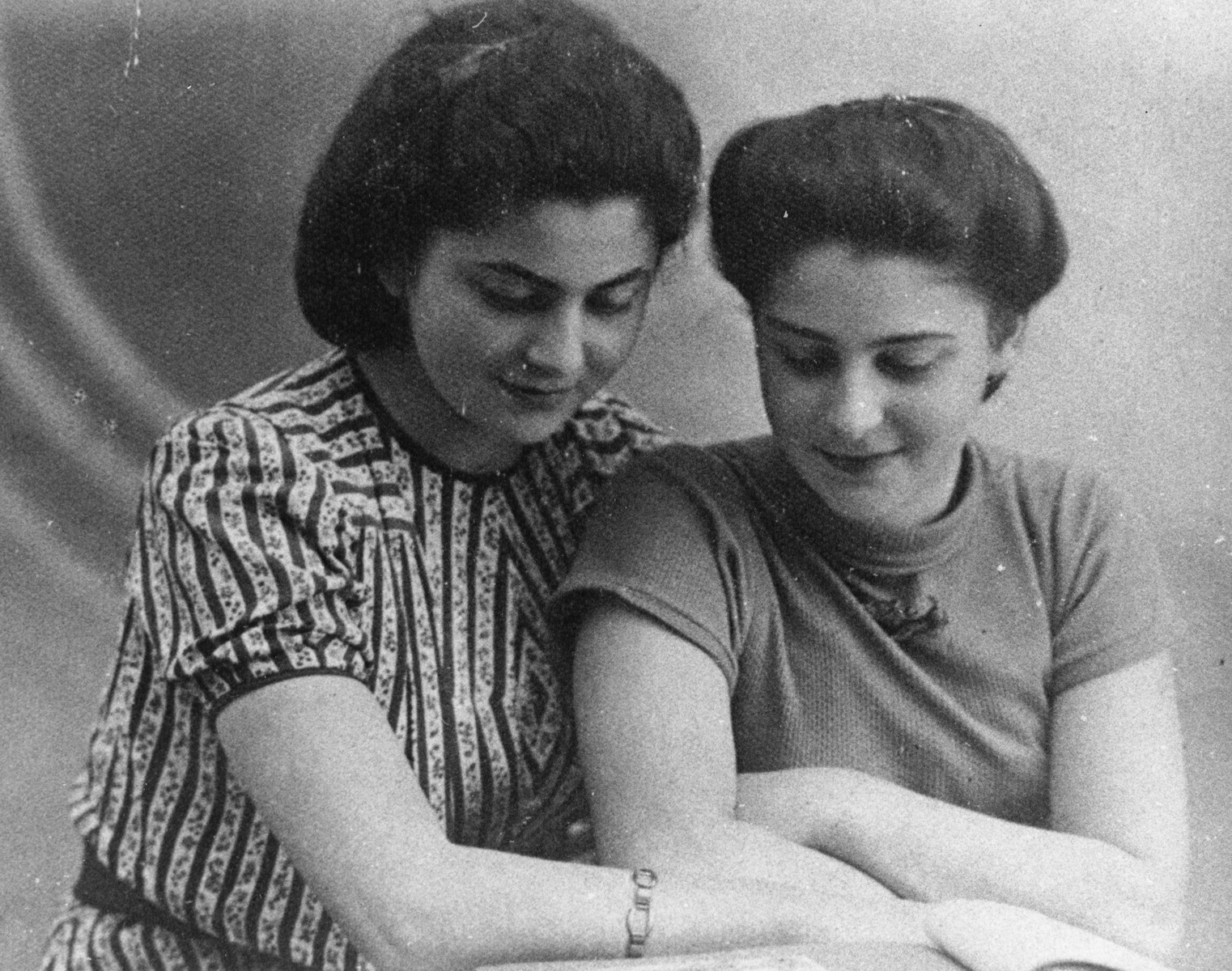 Portrait of Jewish DP sisters.  Pictured left to right are Hania (later Anna Wilson) and Rozalia (Krysia, later Chris Lerman).
