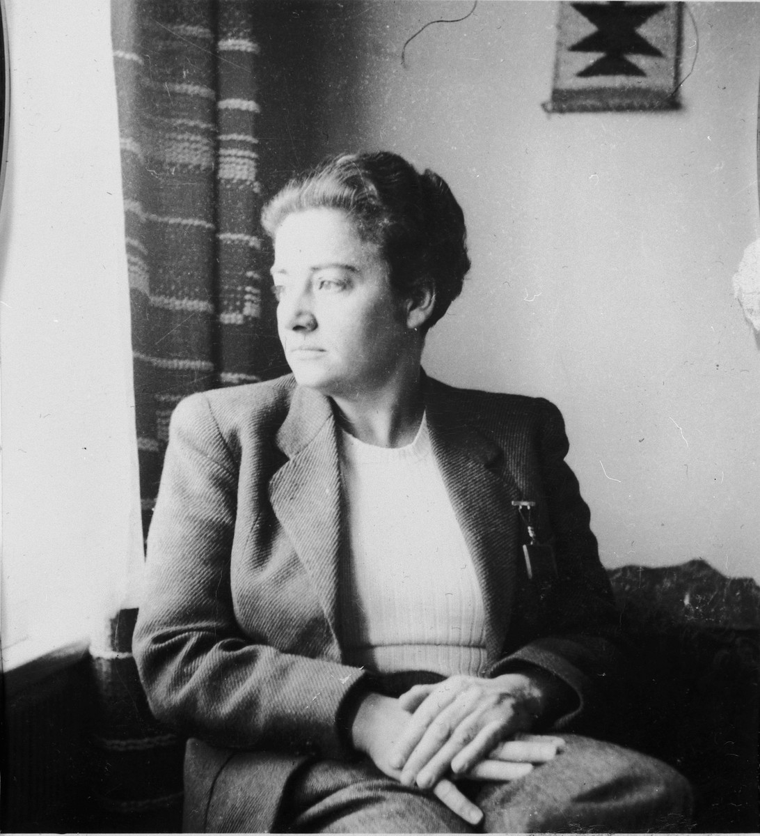 Portrait of Frieda Belinfante after her return to the Netherlands from the refugee camp in Switzerland.