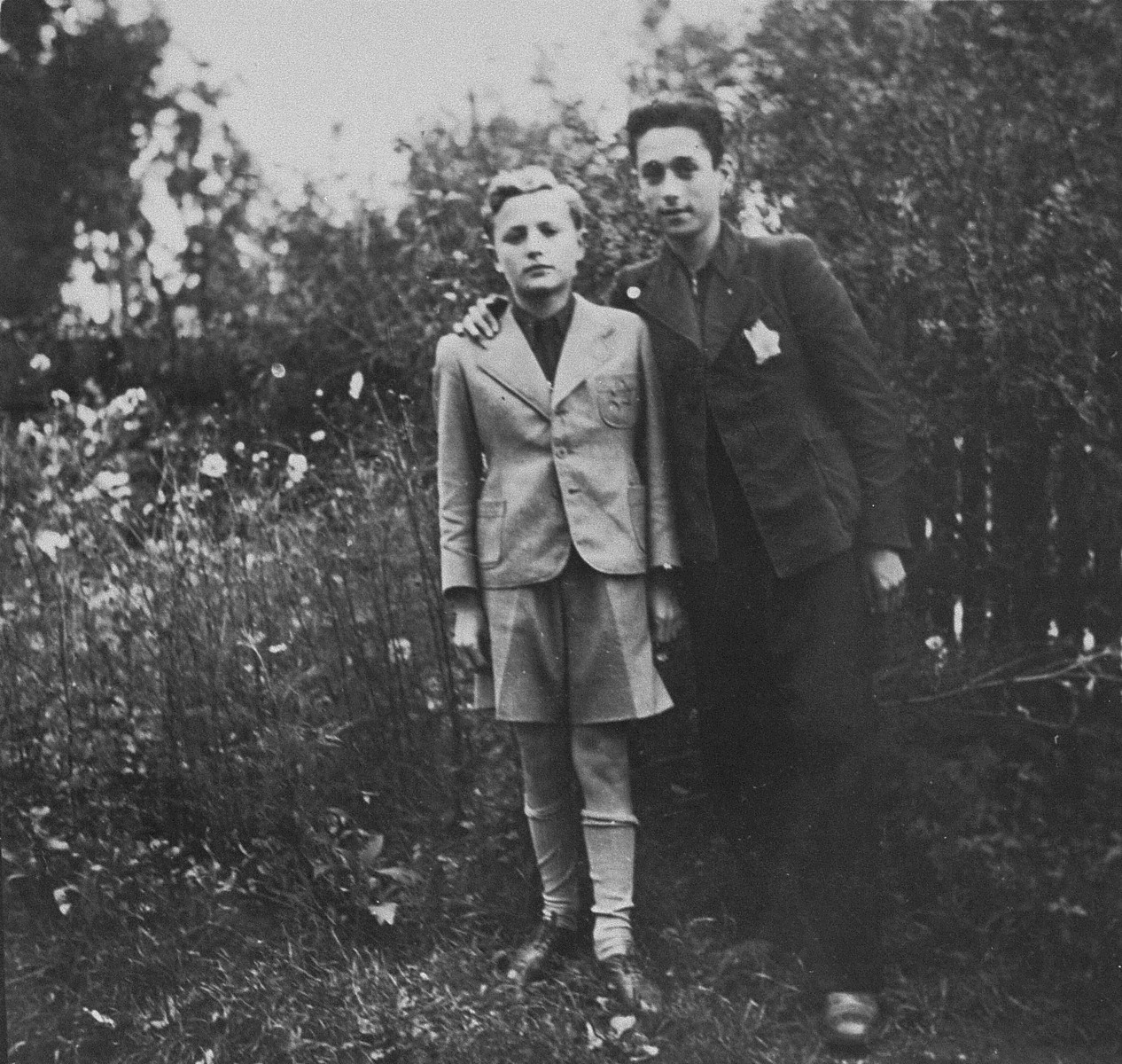 Two members of the Irgun Brit Zion Zionist youth movement in the Kovno ghetto.  Pictured are Bobi Blumberg (left) and Shalom Jatkunsky (right).