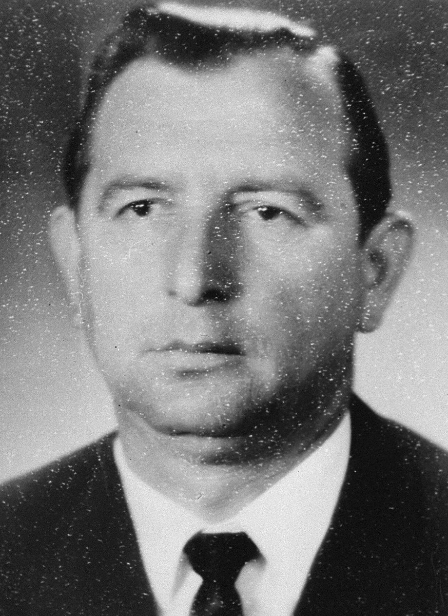Portrait of Israel Gitlin, a participant in the Christmas 1943 escape from Fort IX.   Following the escape, Gitlin joined the partisans in the Rudninkai Forest.  He survived the war.