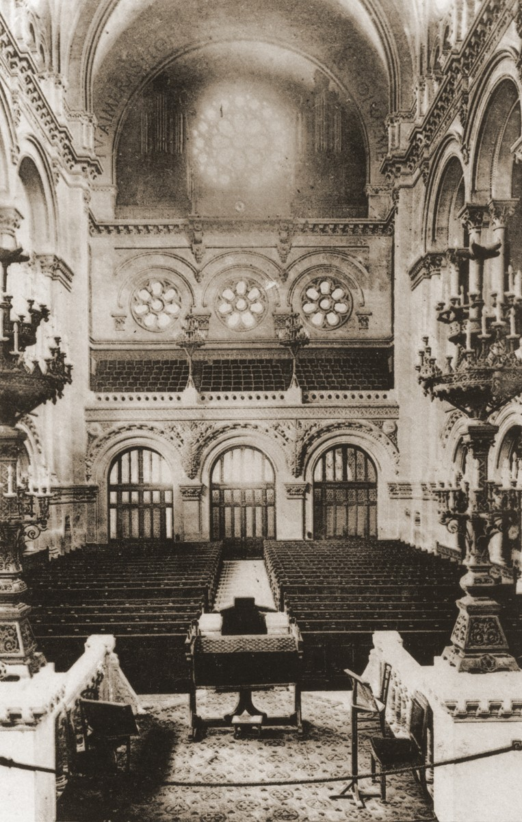 Picture postcard of the sanctuary of the rue de la Victoire synagogue in Paris that was sent by Erika Vermes to her mother.    In the message on the back side, Erika Vermes writes to her mother that she stopped in this synagogue to say Yizkor (the memorial prayer for the dead) for the first time since the end of the war.