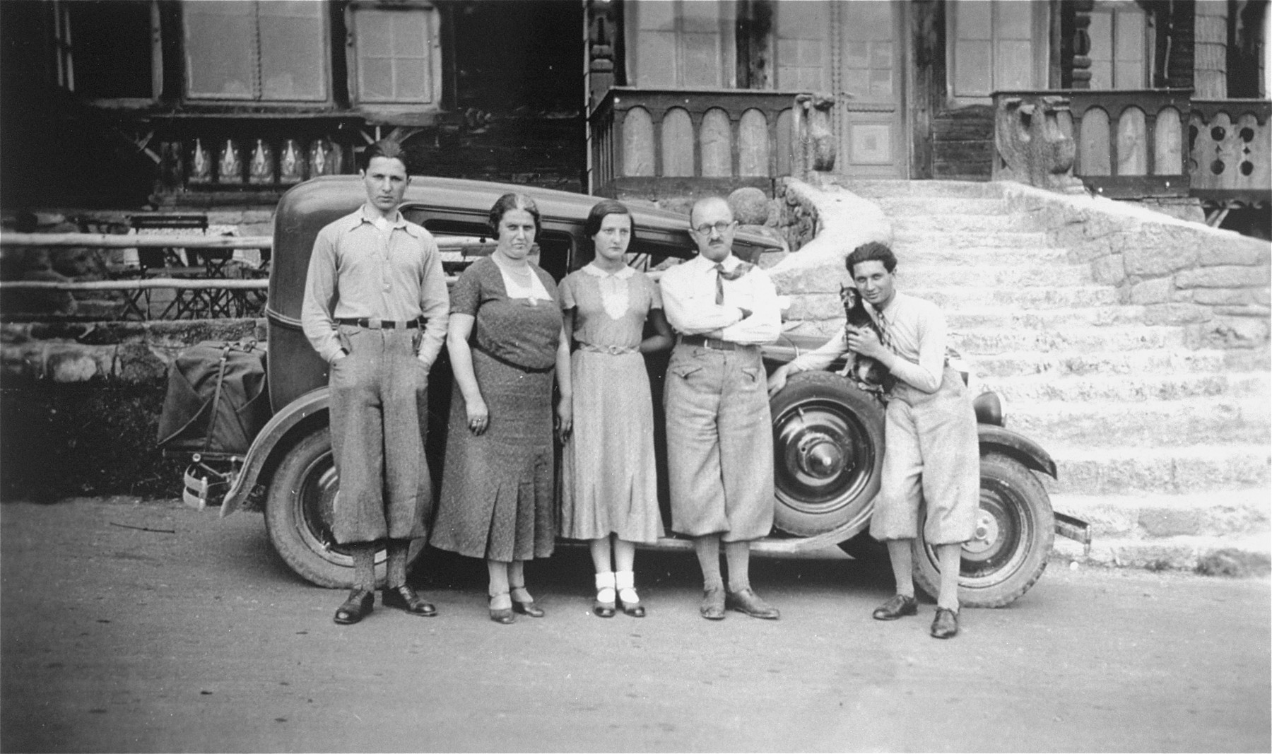 Portrait of the Kohn family from Prague on vacation in Italy.    Standing from left to right are: Erich (b. 1913); his mother, Emilia; Ruth (b. 1916), their father, Viktor; and Walter (b. 1910).