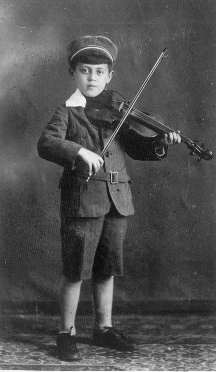Studio portrait of Abraham Moshe Muhlbaum playing the violin.