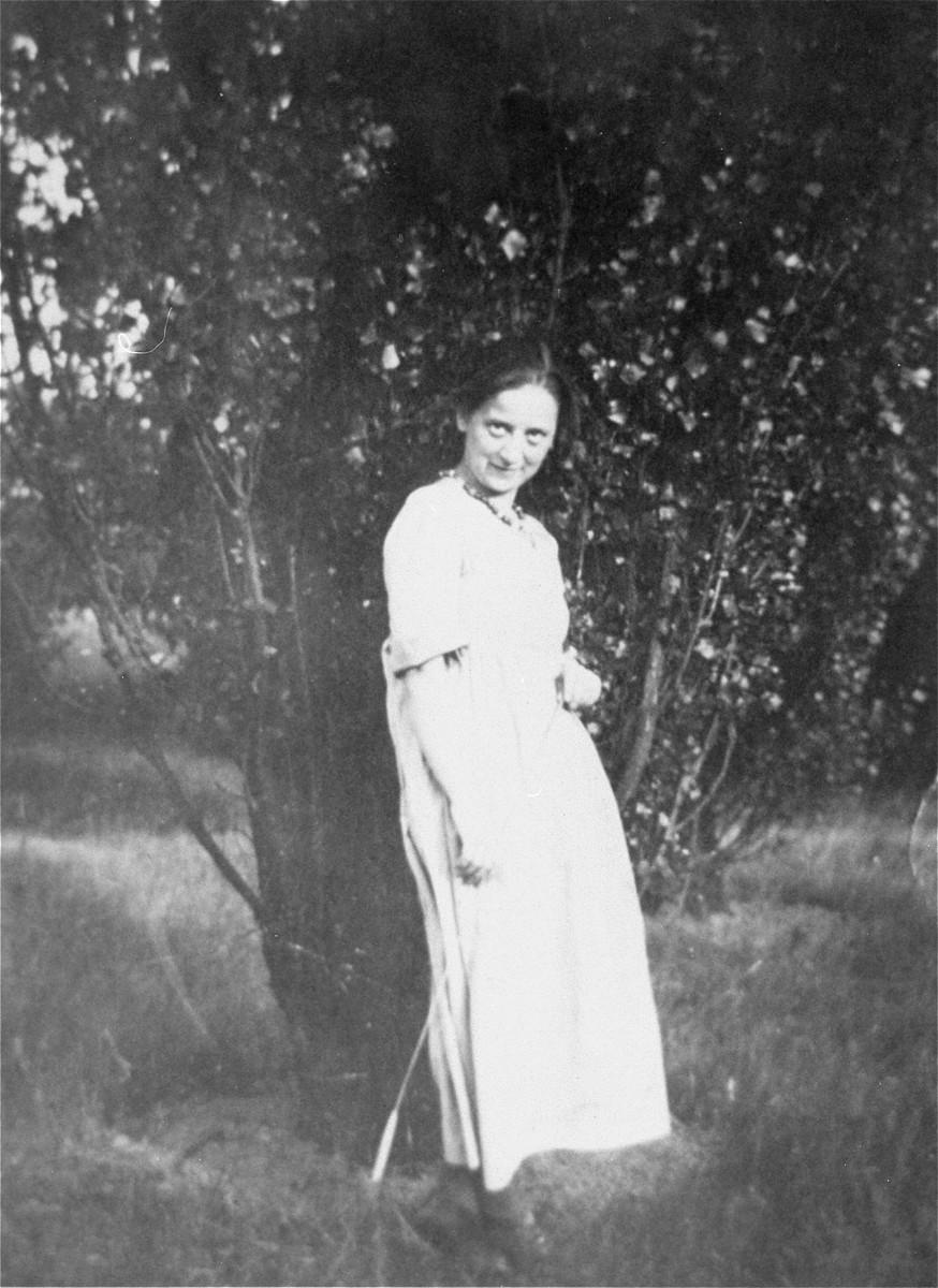 Portrait of Friedl Dicker-Brandeis as a student at the Weimar Bauhaus.