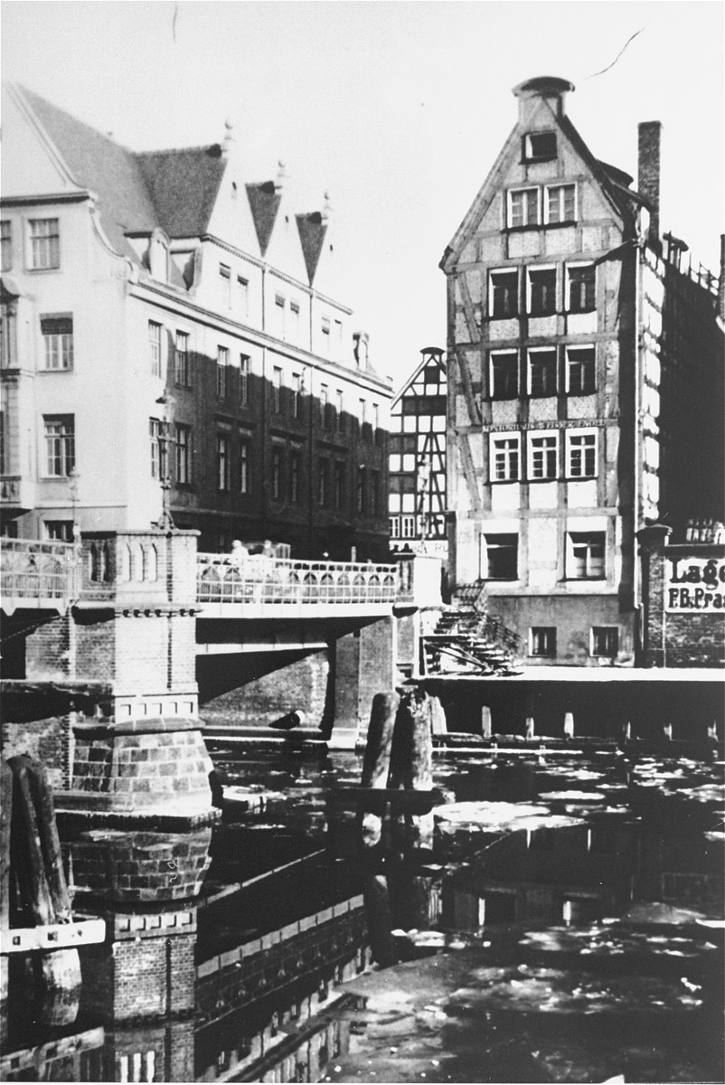 View of the Ankerhaus (left), a building owned by Simon Anker on the Hopfengasse in Danzig, that he donated to the Bar Kochba sports club.
