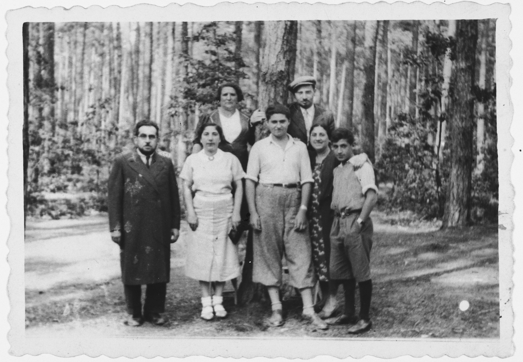 Portrait of the Shattan family on vacation in Wisniowa Gura.  Pictured are Mala Shattan Lubinsky, Moritz Lubinsky, Lolek Lubinsky, Bluma Shattan, Abram Shattan, Rivka Shattan and Julek Shattan.  None of them survived.
