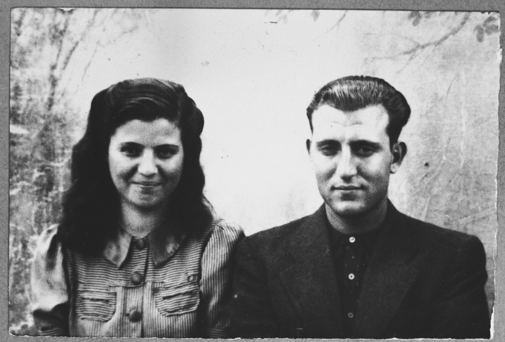 Portrait of Pinchas Koen, son of Haim Koen, and Ester Koen, daughter of Haim Koen.  They were students.  They lived at Putnika 138 in Bitola.