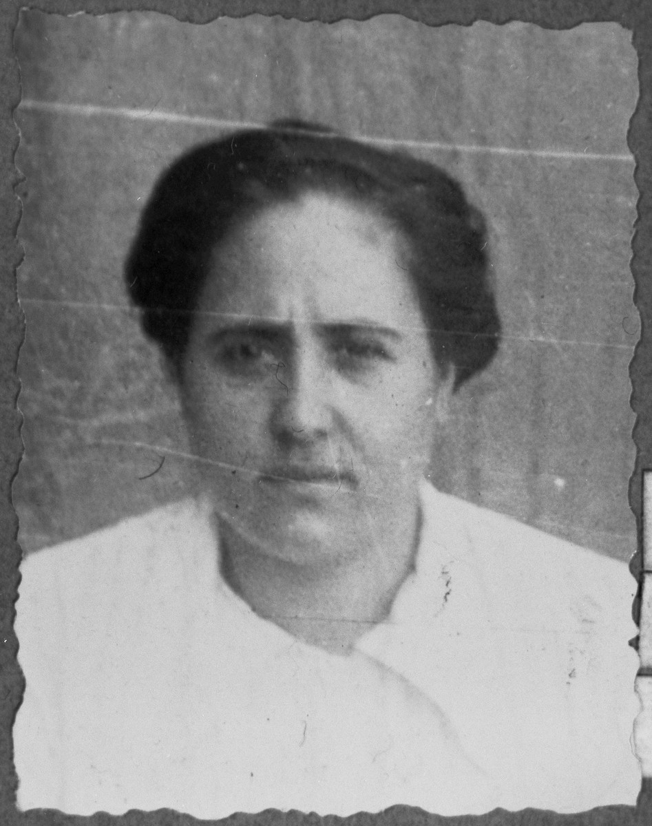 Portrait of Ester Koen, wife of Mushon Koen.  She lived at Zmayeva 11 in Bitola.