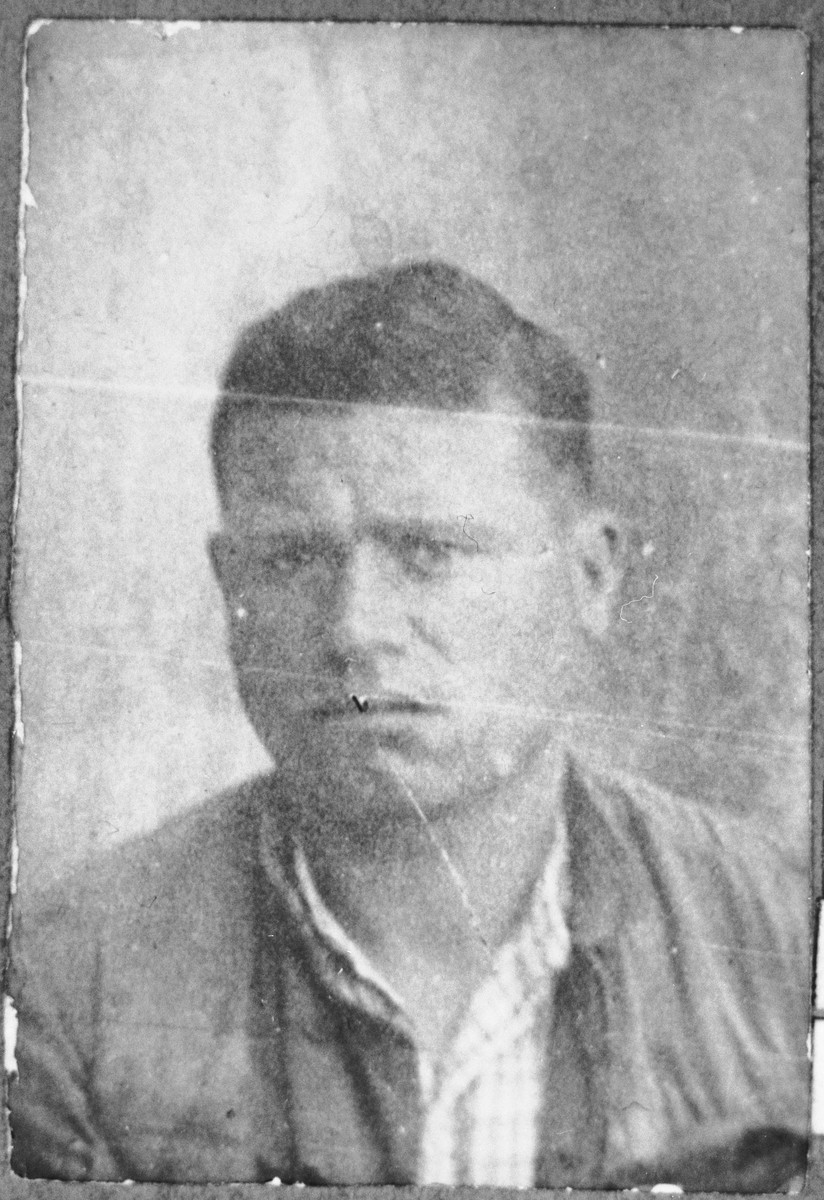 Portrait of Mushon Koen, son of Yehuda Koen. He was a greengrocer.  He lived at Zmayeva 11 in Bitola.