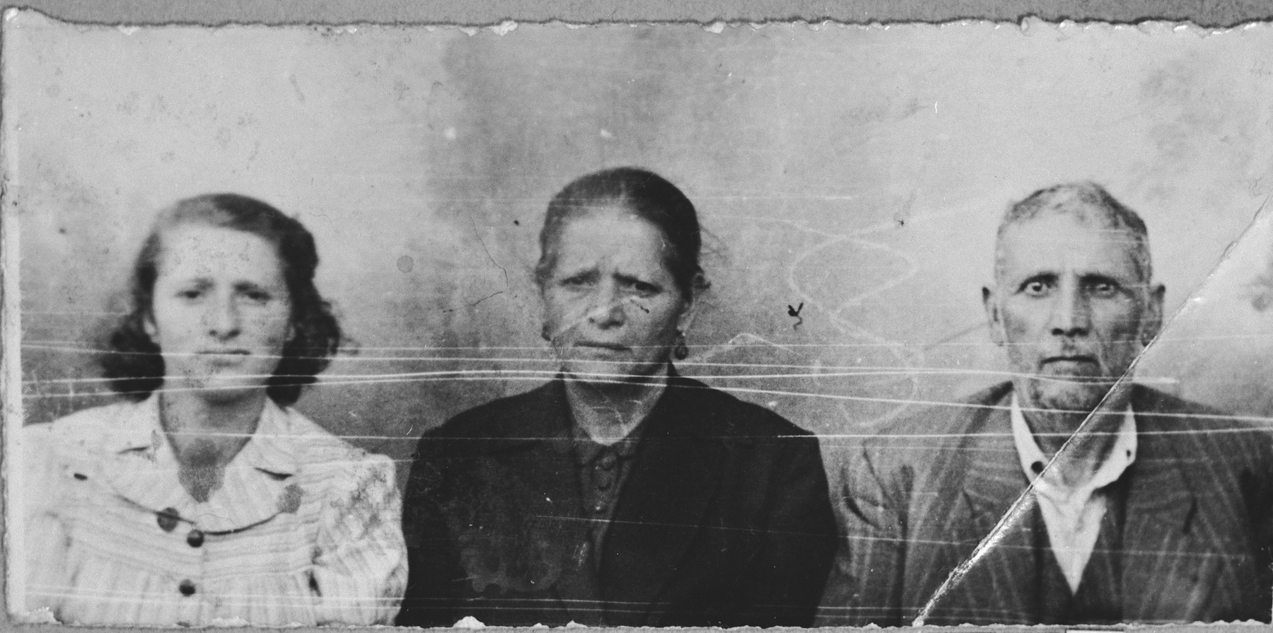 Portrait of Mordechai Levi, his wife, Hana, and his daugheter, Arnesta.  Mordechai was a second-hand dealer.  Arnesta was a student.  They lived at Asadbegova 6 in Bitola.