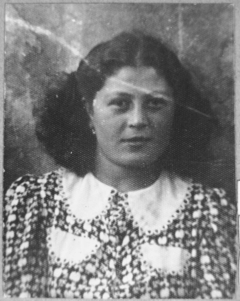 Portrait of Alegra Levi, daughter of Yosef Levi.  She was a student.  She lived at Debarska 4 in Bitola.