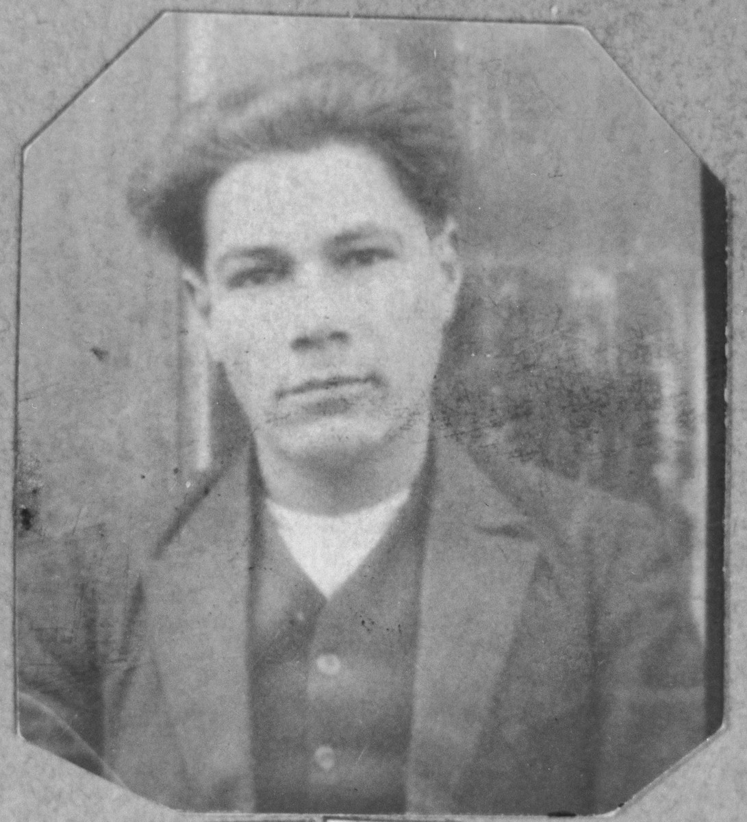 Portrait of Avram Koen.  He was a tailor.  He lived at Yakshitseva 22a in Bitola.