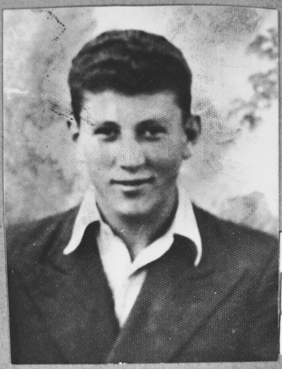 Portrait of Jak Levi, son of Yosef Levi.  He was a student.  He lived at Debarska 4 in Bitola.