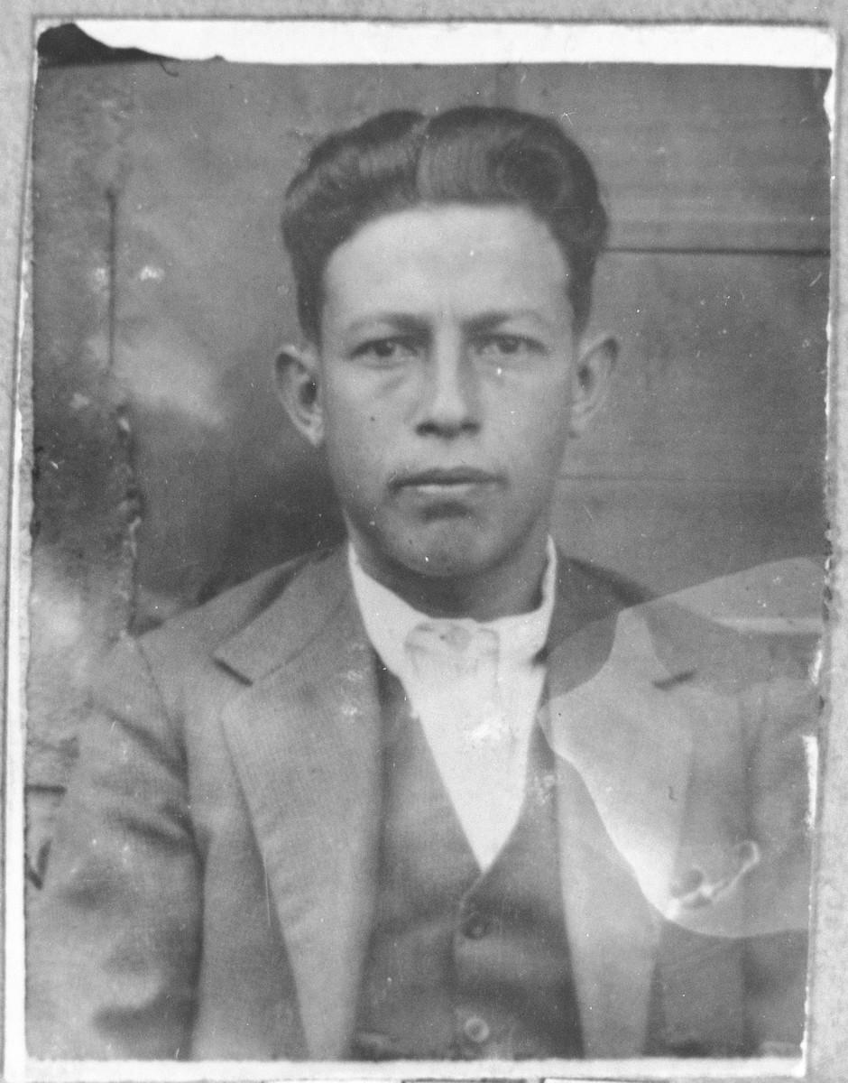 Portrait of Shabetai Koen, son of Yakov Koen.  He was a rag dealer.  He lived at Gostivarska 7 in Bitola.