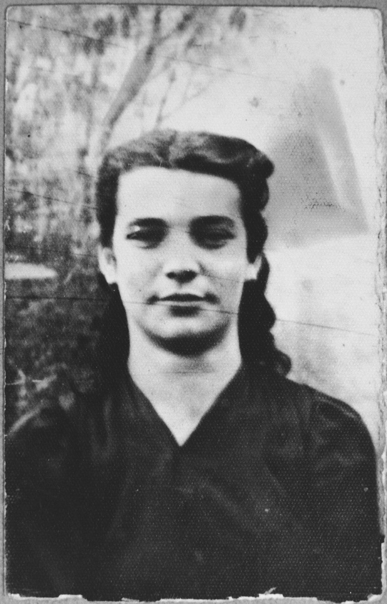 Portrait of Ana Levi, daughter of Yosef Levi.  She was a housemaid.  She lived at Novatska 19 in Bitola.