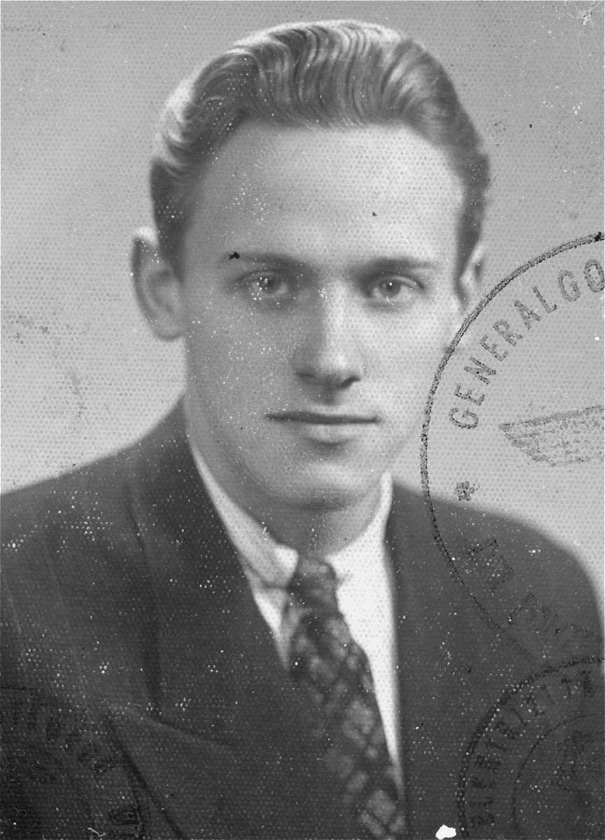 Identification card photograph of  Wladyslaw Swietochowski, a Polish resistance fighter with the Armia Ludowa [People's Army], who helped Lodzia Hamersztajn reach Jewish partisans in the Wyszkow Forest.