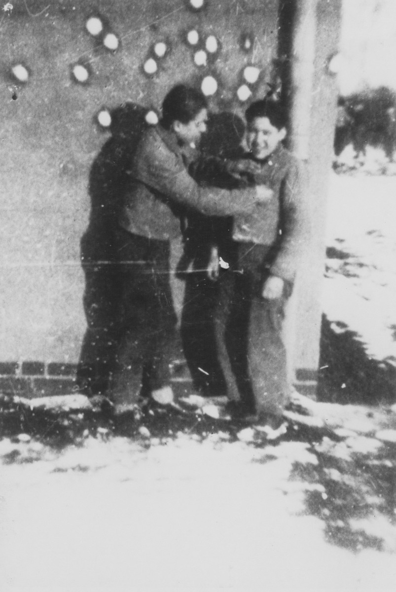 Solly Perel, a German Jew living in hiding as a member of the Hitler Youth, has a snowball fight with a friend.