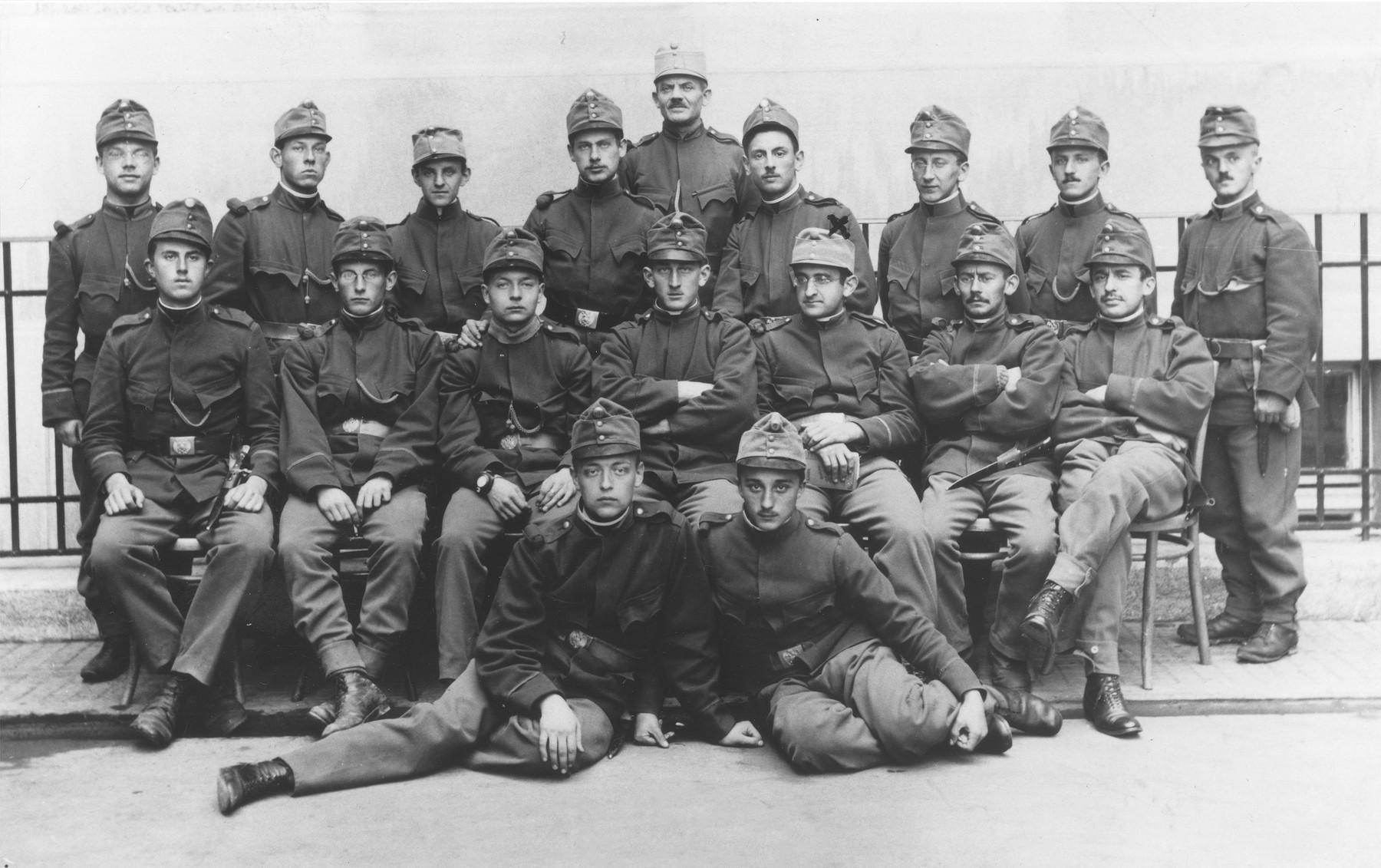 Walther Mayer (second row, third from the right) poses with his military unit in the Austro-Hungarian army.