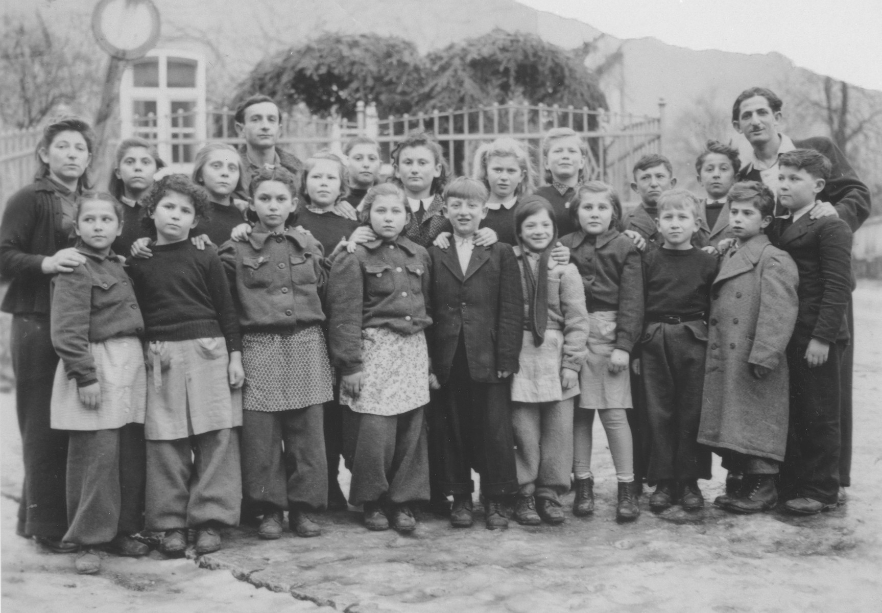 Class portrait of Jewish children and teachers at the Schauenstein displaced persons camp.