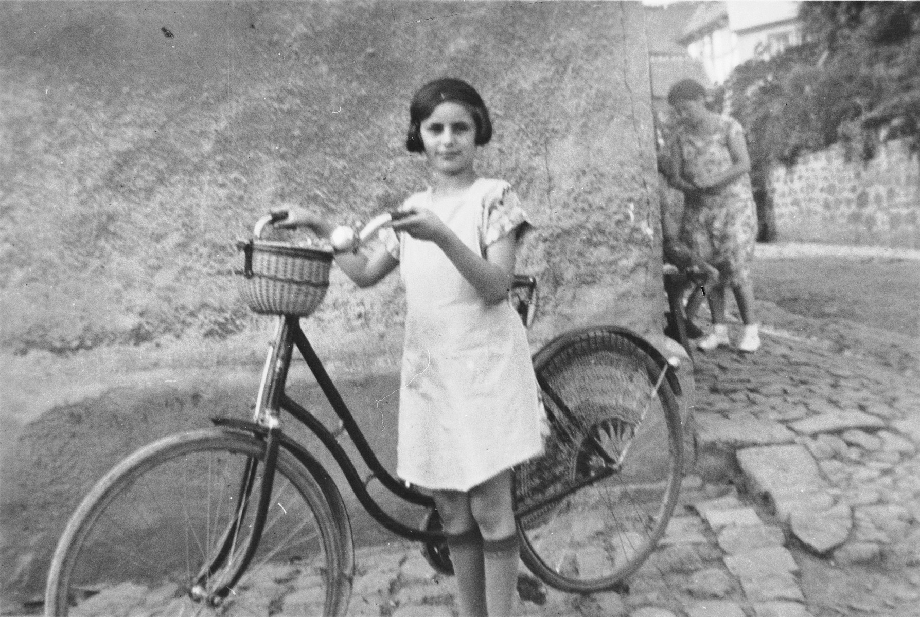 Ruth Herz stands by her bicycle on a street in Holzheim.