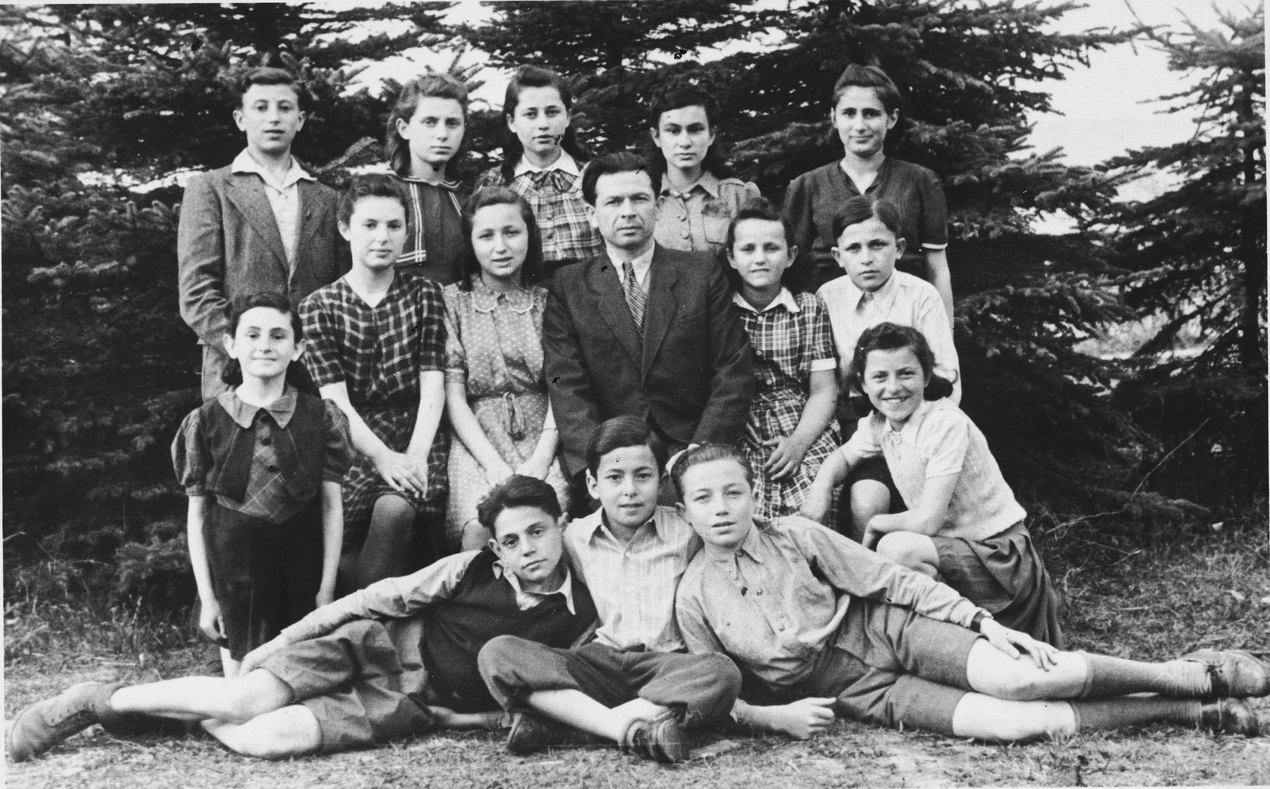 Group portrait of school children in the Eschwege displaced persons' camp.