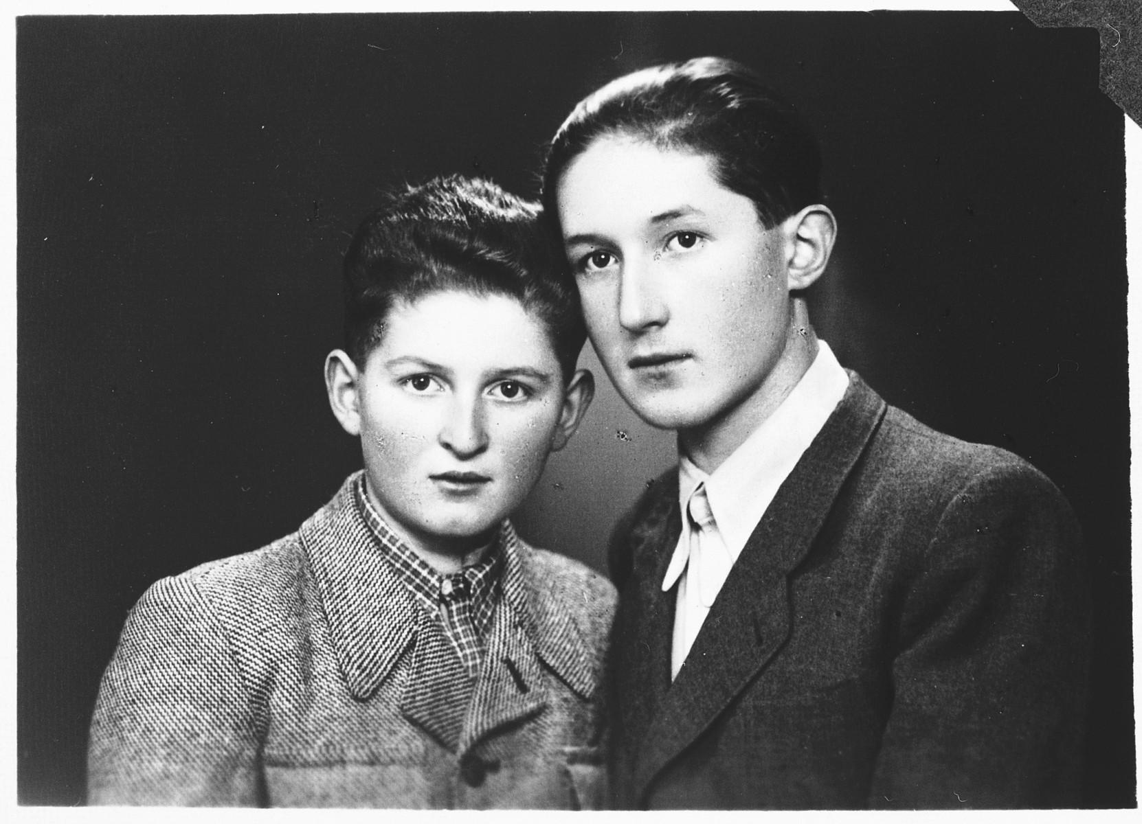 Studio portrait of Julius and Erwin Buncel.
