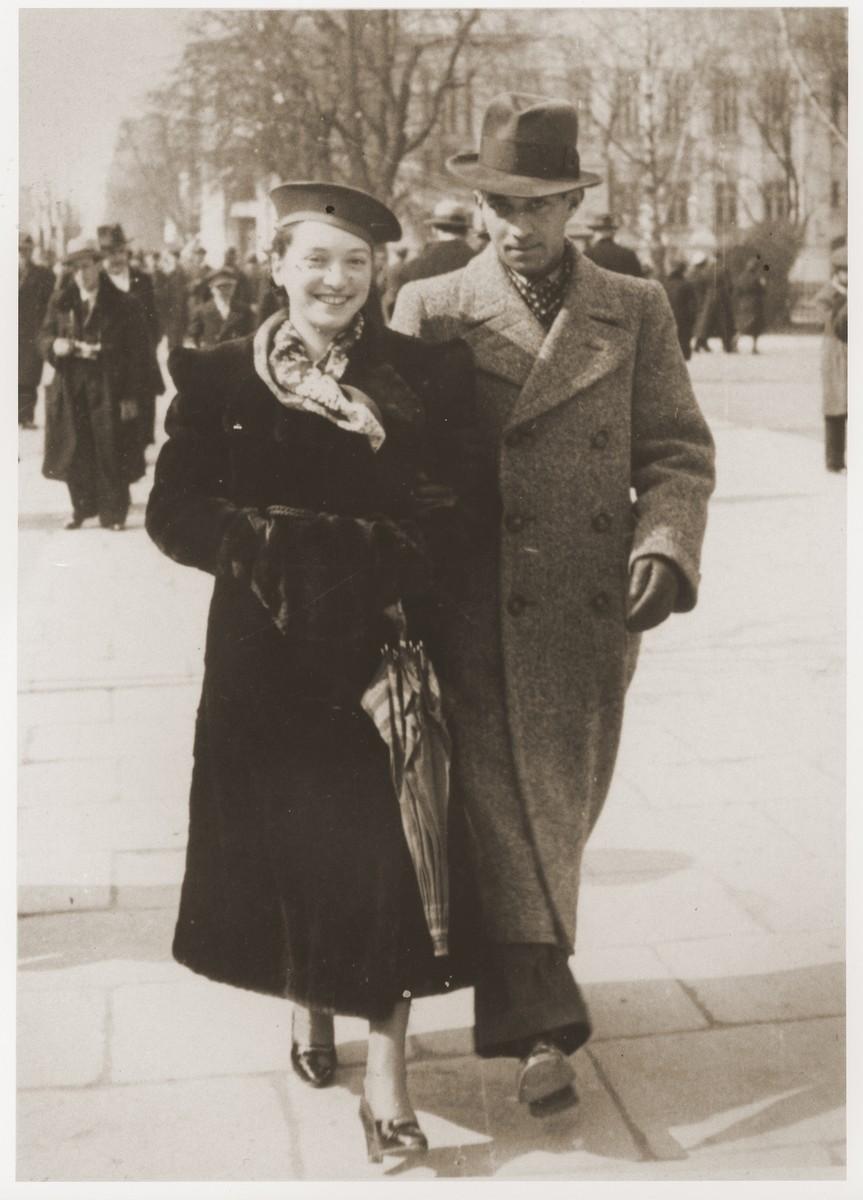 Ziamka and Zosia (Fiszman) Buszmic walk along a street in Lublin.