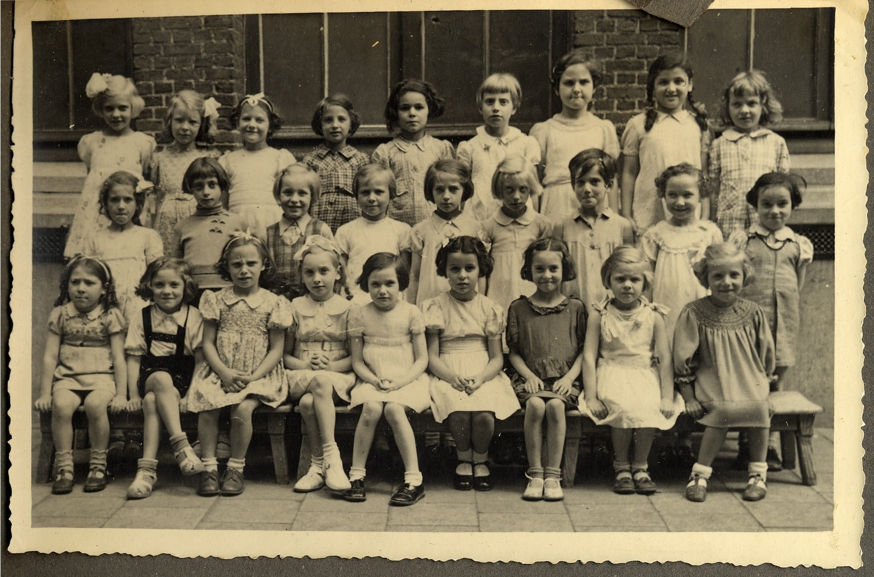 Class portrait of preschoolers in a kindergarten in Antwerp before the war.   Among those pictured is Augusta Feldhorn second from right in the back row.