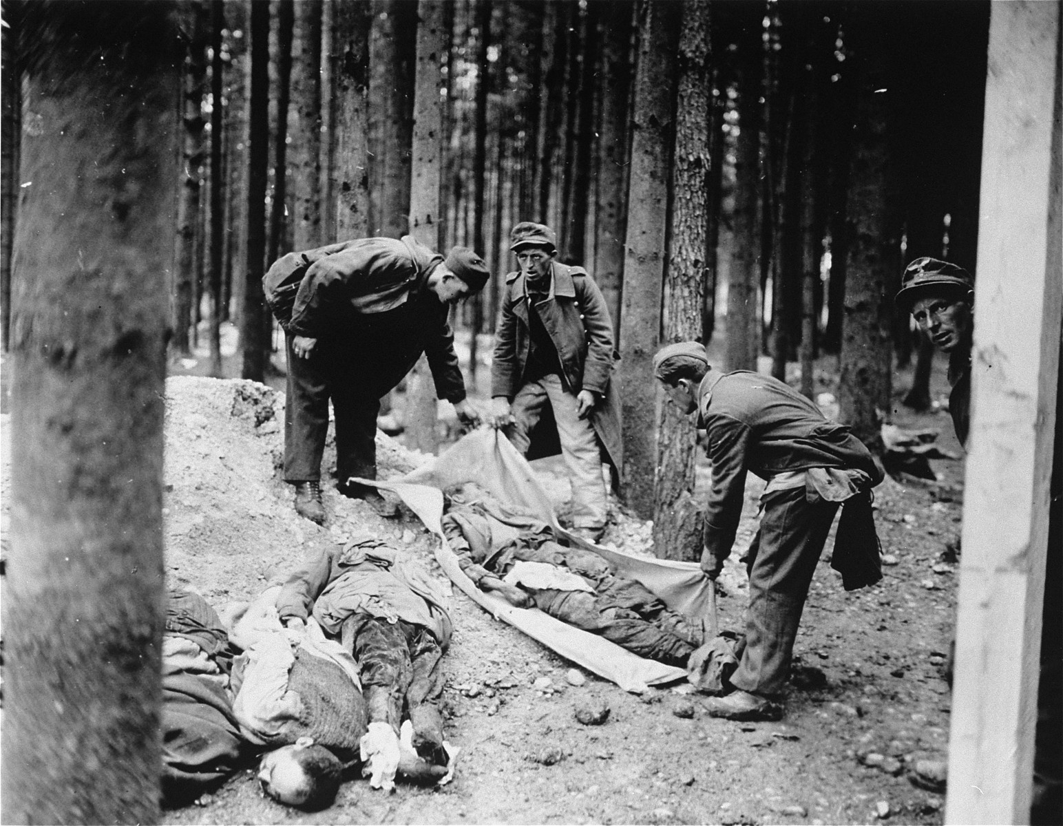 Captured German soldiers prepare to bury corpses found in the Gunskirchen concentration camp.