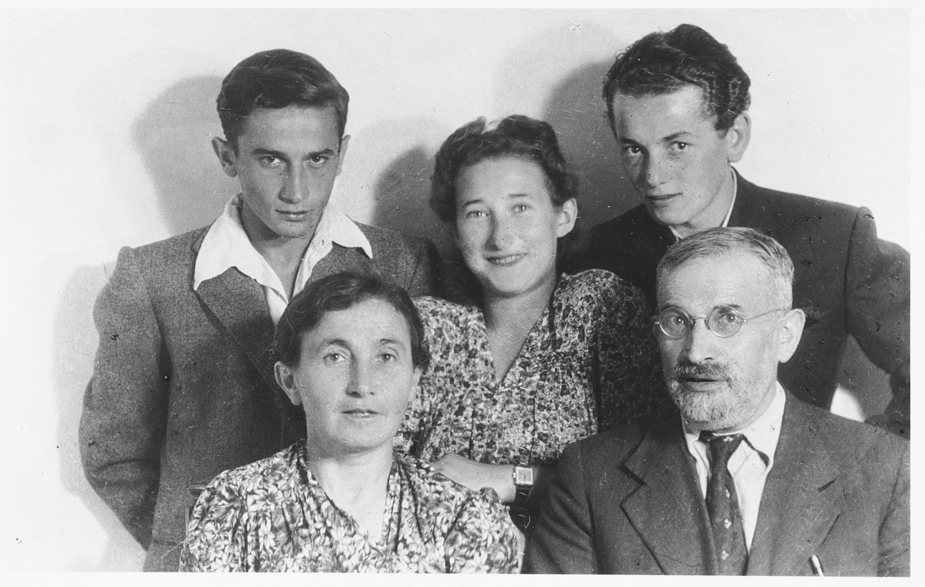 The Pinkus family poses for a family portrait in Florence, Italy.  Seated in front are Avram and Chaja Pinkus.  Behind them are Oskar, Belcia, and Belcia's husband, Benek Weissman.